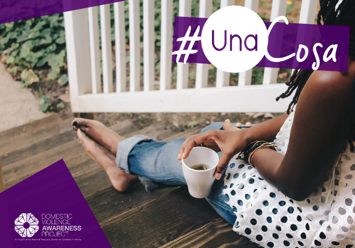 Person sitting on steps holding a cup. #UnaCosa